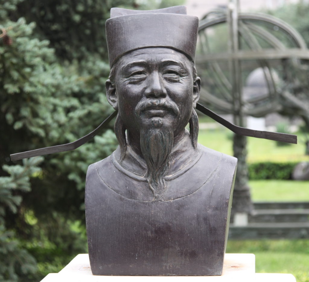 Bust statue of Shen Kuo showing his characteristic mustache and beard and hat with long wings on the side of it